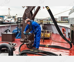 Bunker boat: FHD flat laying hoses, HD hoses